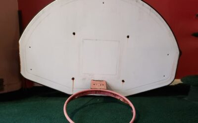 Childhood Hoop Set of Kobe Bryant will be auctioned.